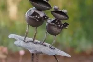 Figurina metalica cu broscute